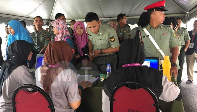 Army personnel and their families voting. Image from FMT.