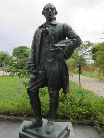 The statue. Image from Trip Advisor.