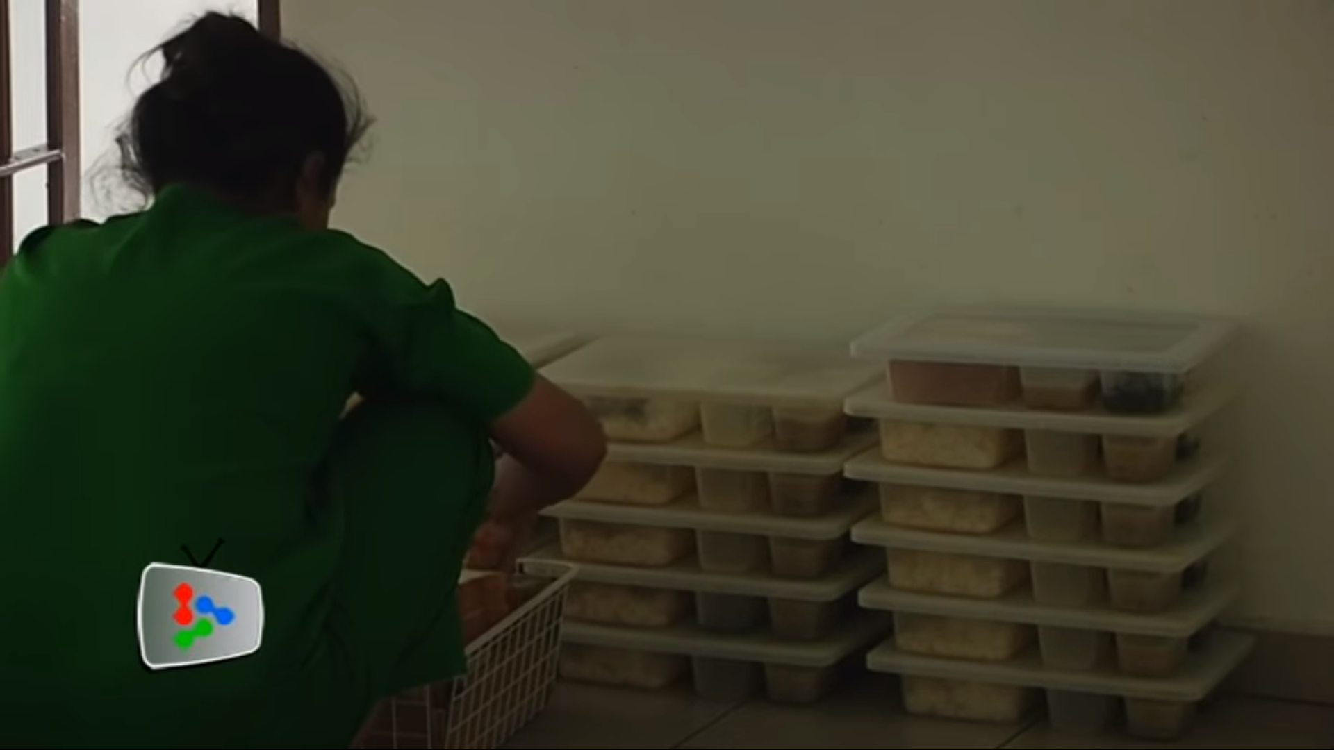 I also saw some inmates preparing food too but I'm not too sure if they were the ones preparing our food. Screengrab from The Star Online's YouTube video