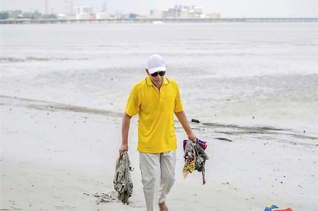 anwar beach rubbish