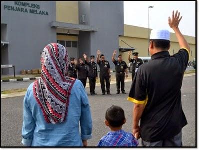 See ya later, jailer. Guten abend, warden. Img from Penjara Malaysia's blog.