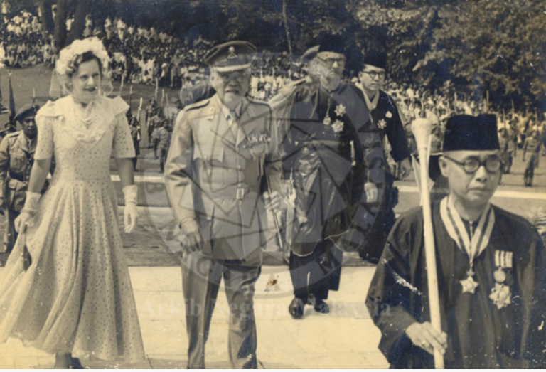 The Sultanah, Sultan Ibrahim and Dato Onn Jaafar. Image from National Archives