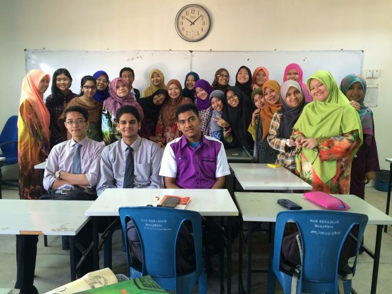 You can actually count how many non-Bumiputera students from this picture. Img from malaysianstudent.com