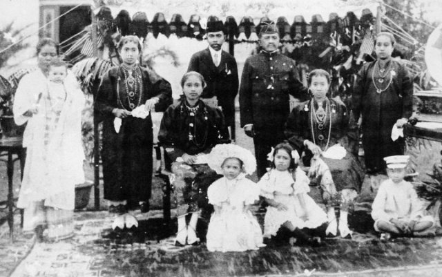 The Perak royal family in Seychelles during the late 1800s. Image from sembangkuala.wordpress.com