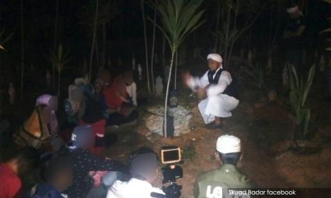 Got picture. Img from Malaysiakini.