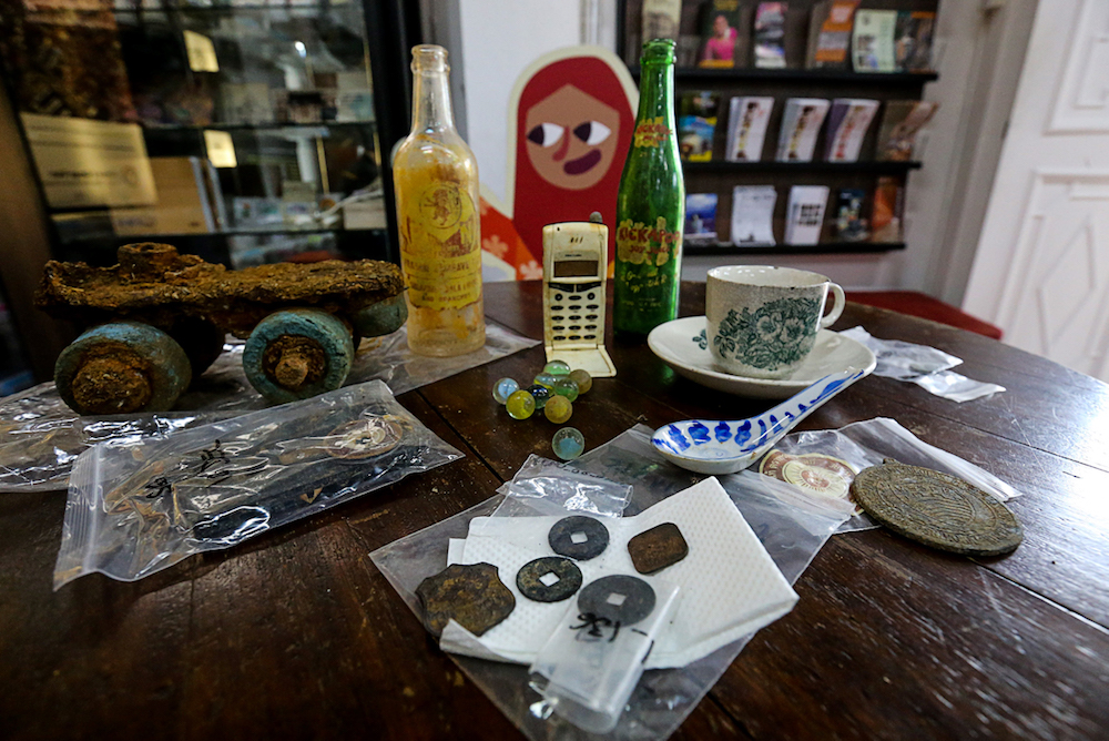 Some of the artefacts recovered from the excavation site at Sia Boey Market. Image from: MalayMail/Sayuti Zainudin