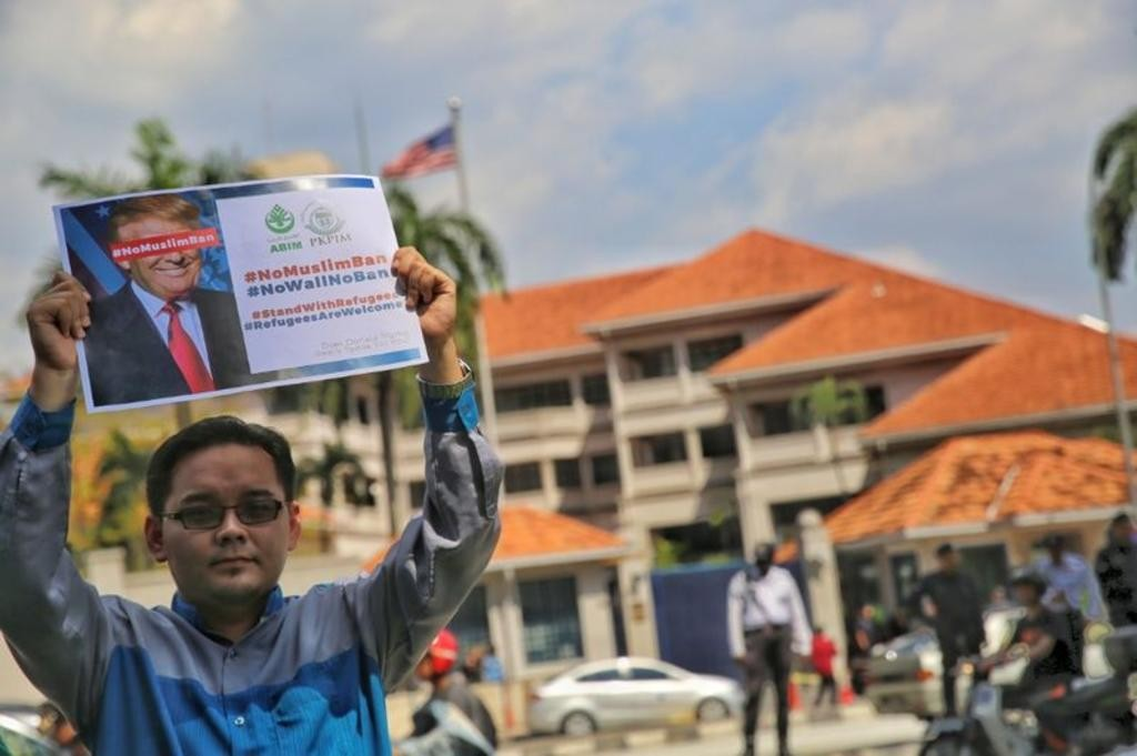 Malaysians protested outside the US embassy after President Trump's Muslim immigration ban. Image from: Today Online