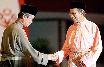 That's the guy between Mahathir and Najib. Img from BigDogDotCom.