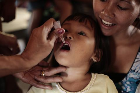 A child receiving an oral polio vaccine (OPV). Image from: Thailand Medical News
