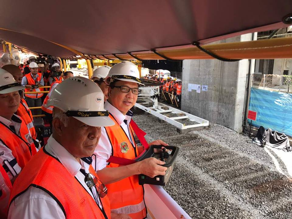 Datuk Seri Liow Tiong Lai checking the KVDT project in 2017. Image from BN's website
