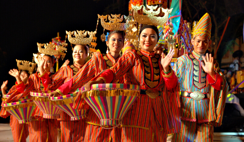 Typical Malaysian culture. But what dance is this? Img from Any5354.