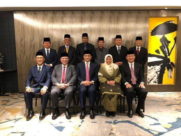 Azmin's troupe. Img from The Star.
