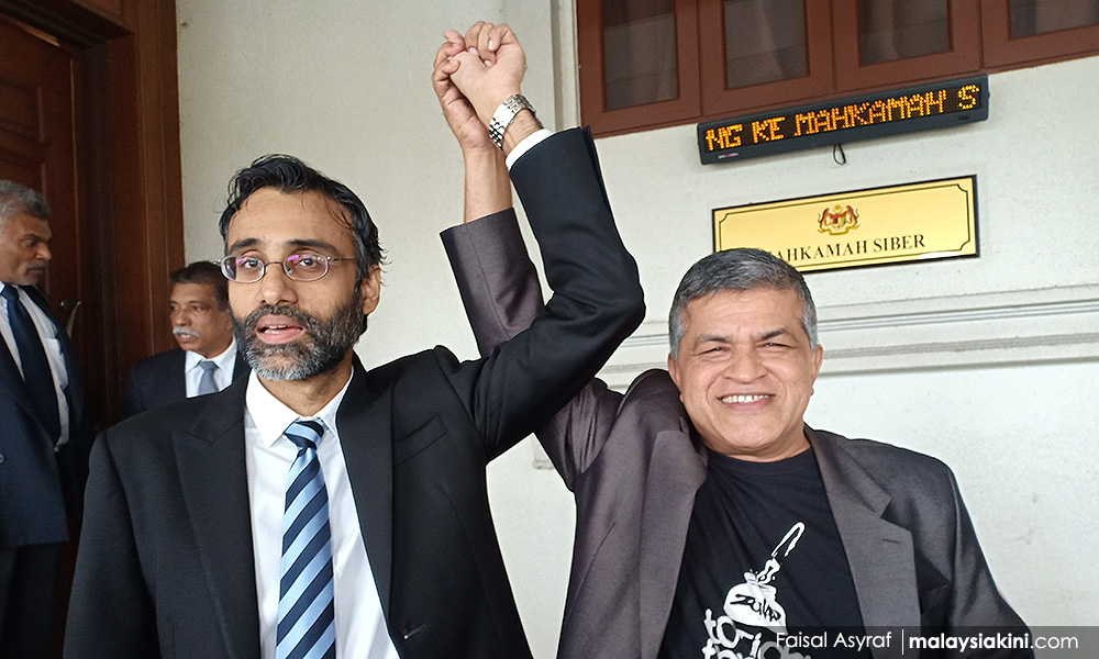 Surendran (left) and Zunar. Img by Faisal Asyraf, for MalaysiaKini.